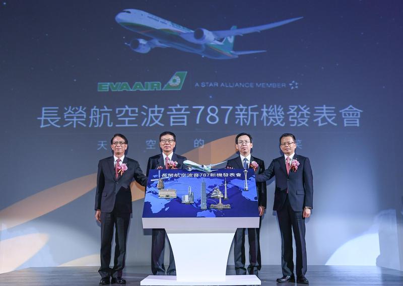 長榮航今(22)舉行波音787新機發表會,預計11月開始飛航台港航線、12月將陸續飛航日本東京及大阪。(長榮航提供)