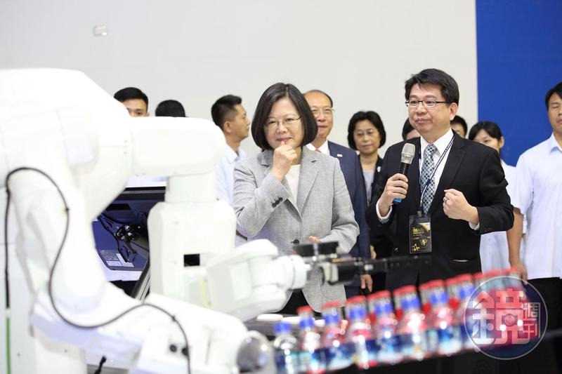 台灣被瑞士世界經濟論壇評為超級創新國,全球競爭力總成績名列第13。