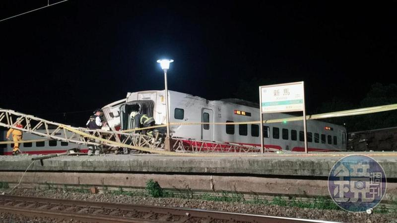 台鐵普悠瑪列車昨釀出軌翻覆意外,慈濟前往現場助念引起網路論戰。