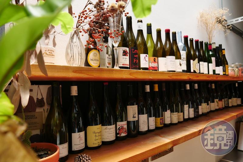台灣有越來越多餐廳、酒館都已提供自然酒款,下回不妨請試飲自然酒,說不定會愛上酒杯裡的自然主義。