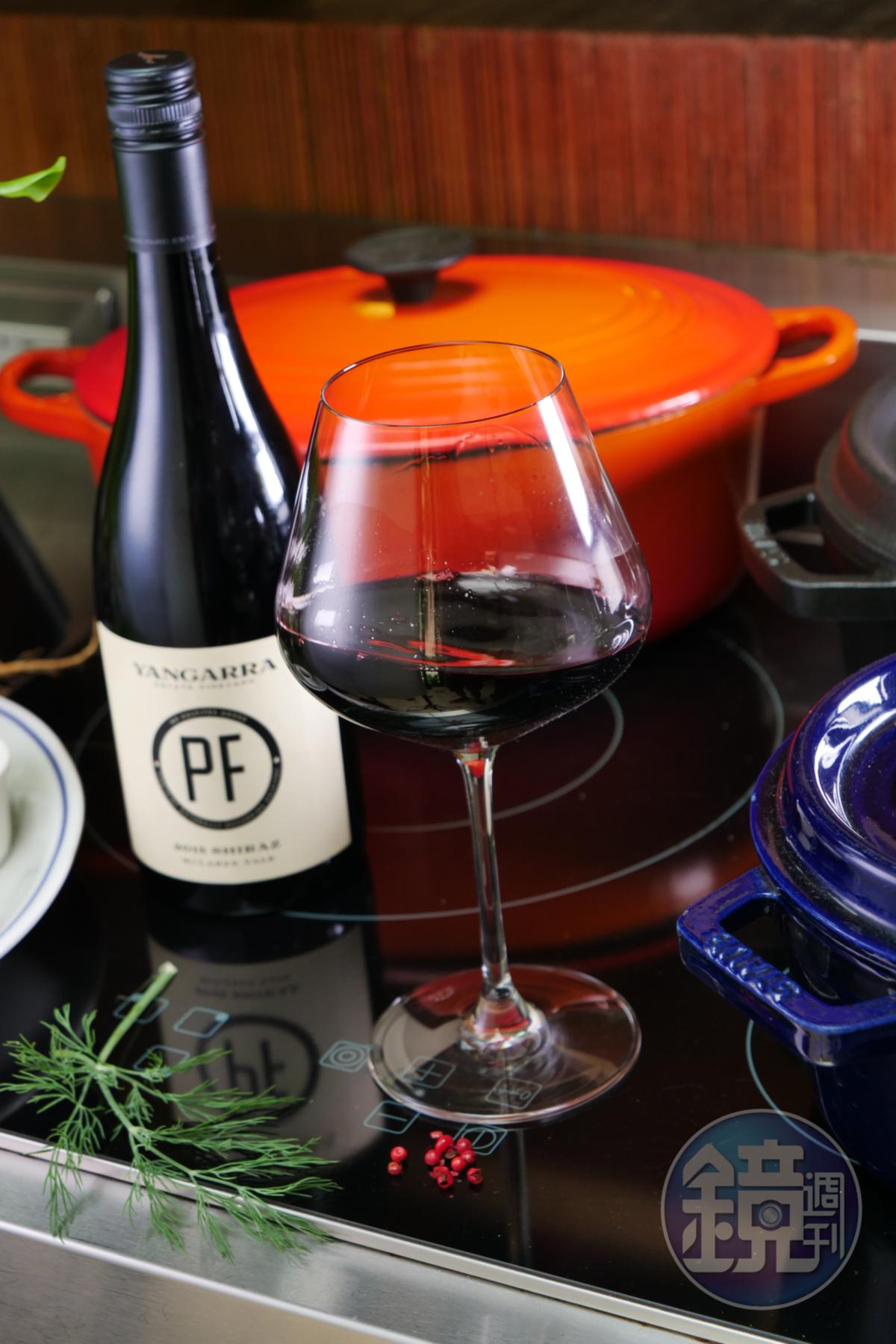 酒體濃郁的「McLaren Vale PF Shiraz 2015, YANGARRA」帶有胡椒、香料及煙燻味,經過濾裝瓶,口感柔順。(紅久國際,1,100元/瓶)