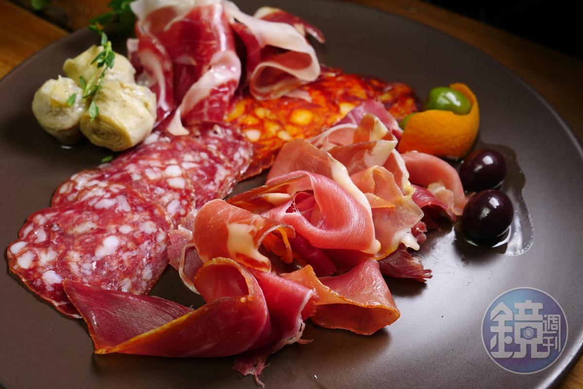 飲酒會激刺味蕾對食物的鹹味及油脂的渴求,葡萄酒搭配香腴鹹甘的紅肉鐵定過關。