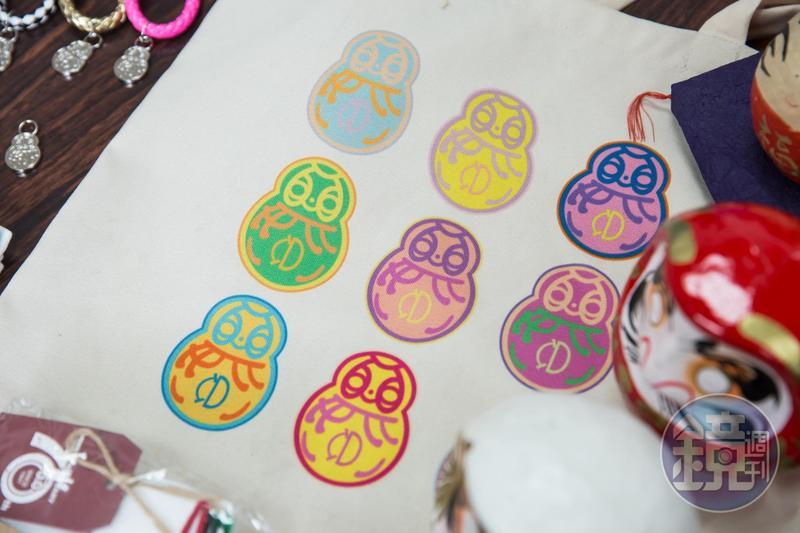 早期中衛創辦人設計不倒翁為企業logo,2009年創辦人過世,第三代張德成為紀念爺爺,特地將此圖案刺青在身上。