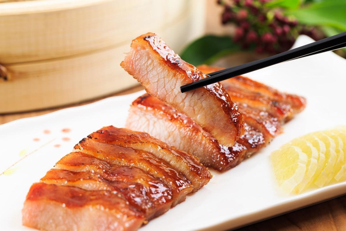 兆品礁溪經過6道工序製成的人氣美食「脆皮叉燒」。(兆品酒店礁溪提供)