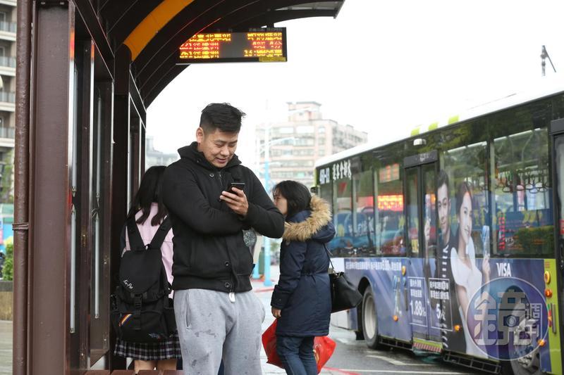 北市聯營公車路線圖全面完成改版,新的路線圖具有方向性,以後不怕搭錯車了。