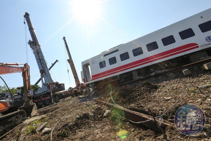 普悠瑪列車嚴重翻覆事故,造成18人不幸罹難、190人受輕重傷,今日被傷者家屬踢爆,拿不到台鐵原本說的「60.5萬元」賠償金,只是實報實銷的「醫療補助費」。