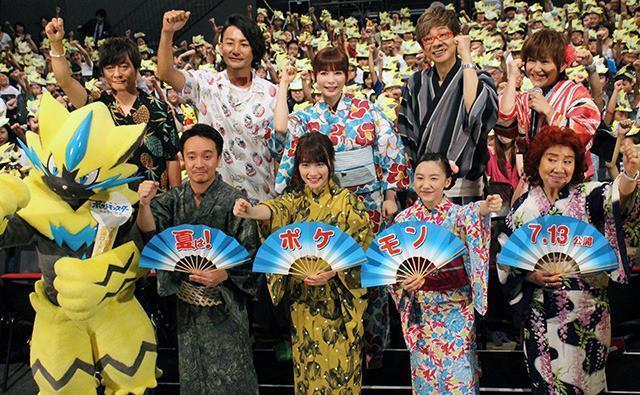 《精靈寶可夢 我們的故事》於日本上映前舉辦特映活動,左至右為導演矢嶋哲生、AKB48前成員川榮李奈、蘆田愛菜。