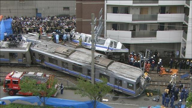 紀錄片《80秒殺人事件》藉由2005年JR西日本公司快捷電車出軌重大交通事故,提出追求效率的質疑。(公視提供)