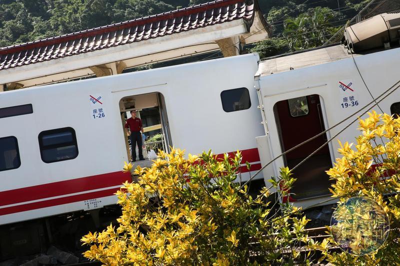 普悠瑪駕駛尤振仲預定在中午過後,主動對外說明當天翻車情況,並向罹難者家屬與傷者致歉。