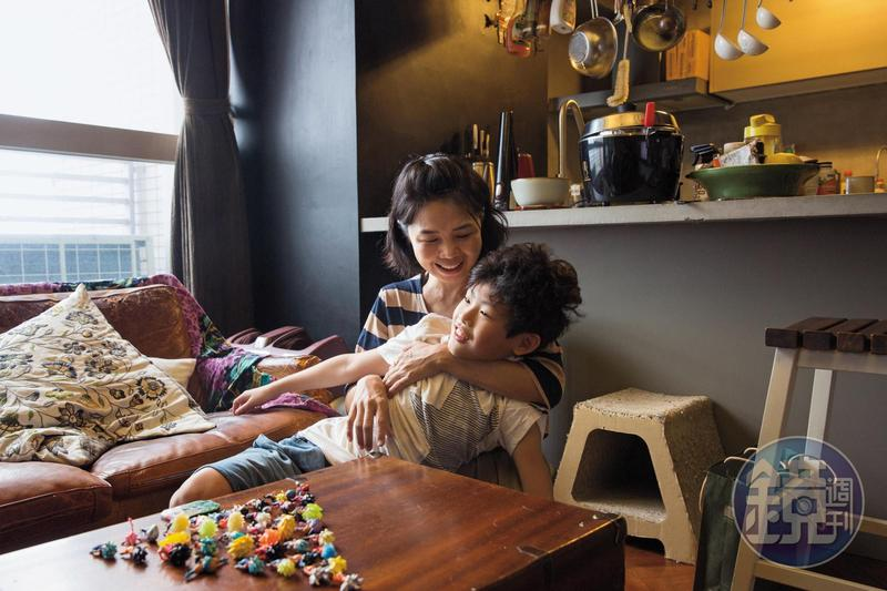 過去沒想過當母親,但男友的孩子樂哥來到身邊,卻讓陳慧翎甘願投入母職,母子2人還曾獨自到日本旅行13天。