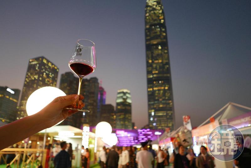 2018香港美酒佳餚巡禮於10/25~10/28在香港中環舉行。