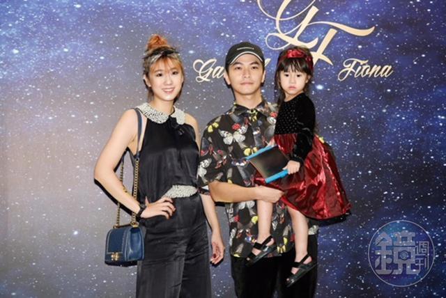 方志友與老公楊銘威帶著女兒Mia一家人出席婚宴,造型十分特別。