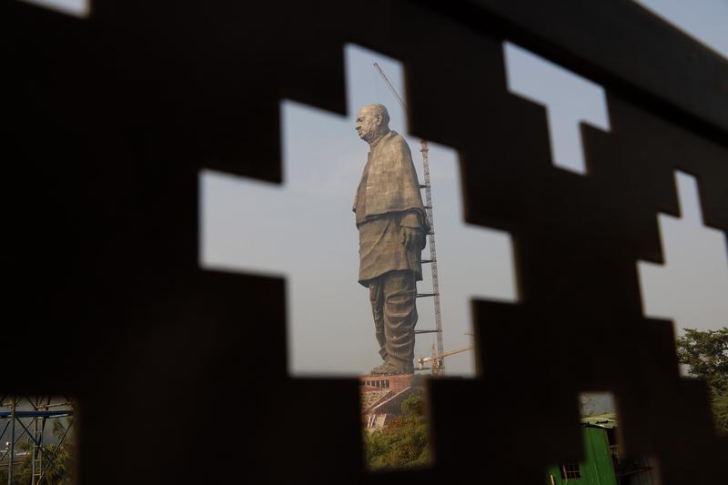 號稱世界最高,以印度開國英雄帕特爾為造型的「團結雕像」預定於10月31日正式揭幕。(東方IC)