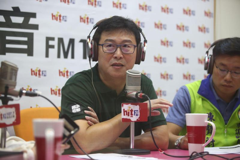 民進黨台北市長參選人姚文智今接受電台專訪時聲援同黨立委邱議瑩。(姚文智辦公室提供)