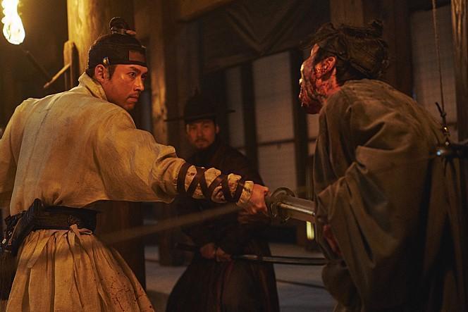 炫彬(左)近期在台灣的電影作品都有好成績。(翻攝自naver movie網站)