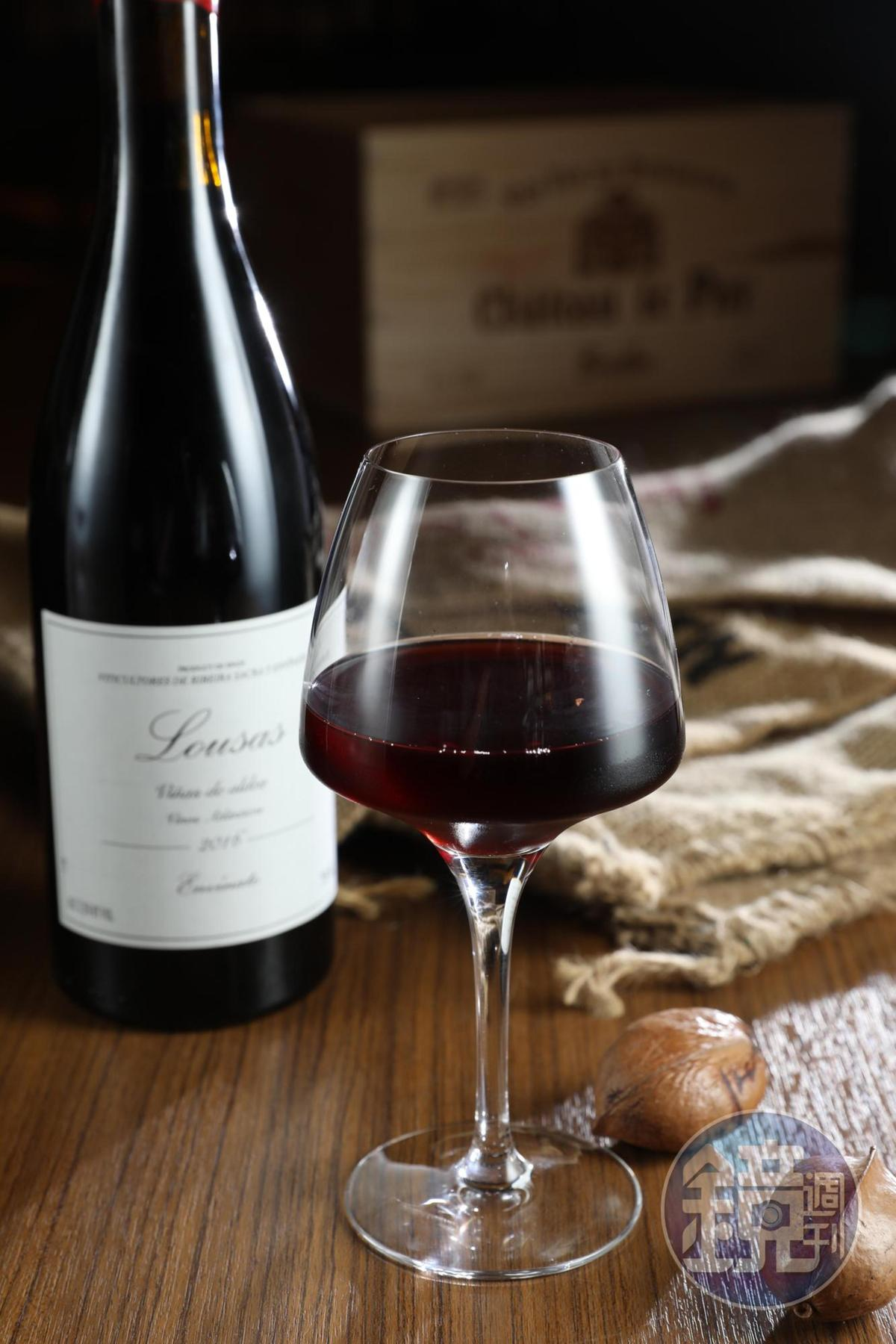 混釀Merenzao、Caino、GarnachaTintorerra等西班牙西北部當地葡萄品種的「Envinate, Ribeira Sacras, Lousas Tinto, 2016」,滋味平衡優雅。( Salud,1,000元/瓶)