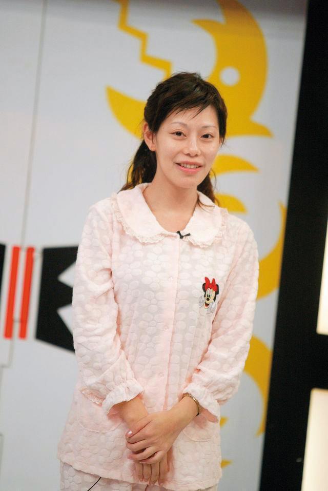 2006年,曾上過《康熙來了》卸妝單元的斯容,素顏的模樣令人印象深刻。(中天提供)