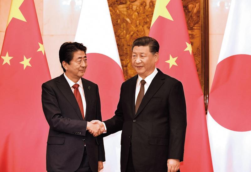 安倍晉三擔任首相7年間,日本與中國大陸關係持續緊張,此次訪中堪稱融冰之旅。(達志影像)