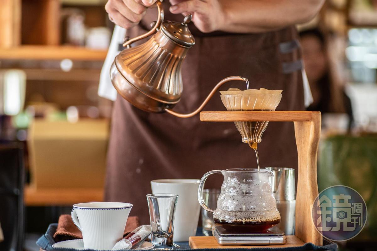 太麻里單品咖啡堅持桌邊手沖服務。