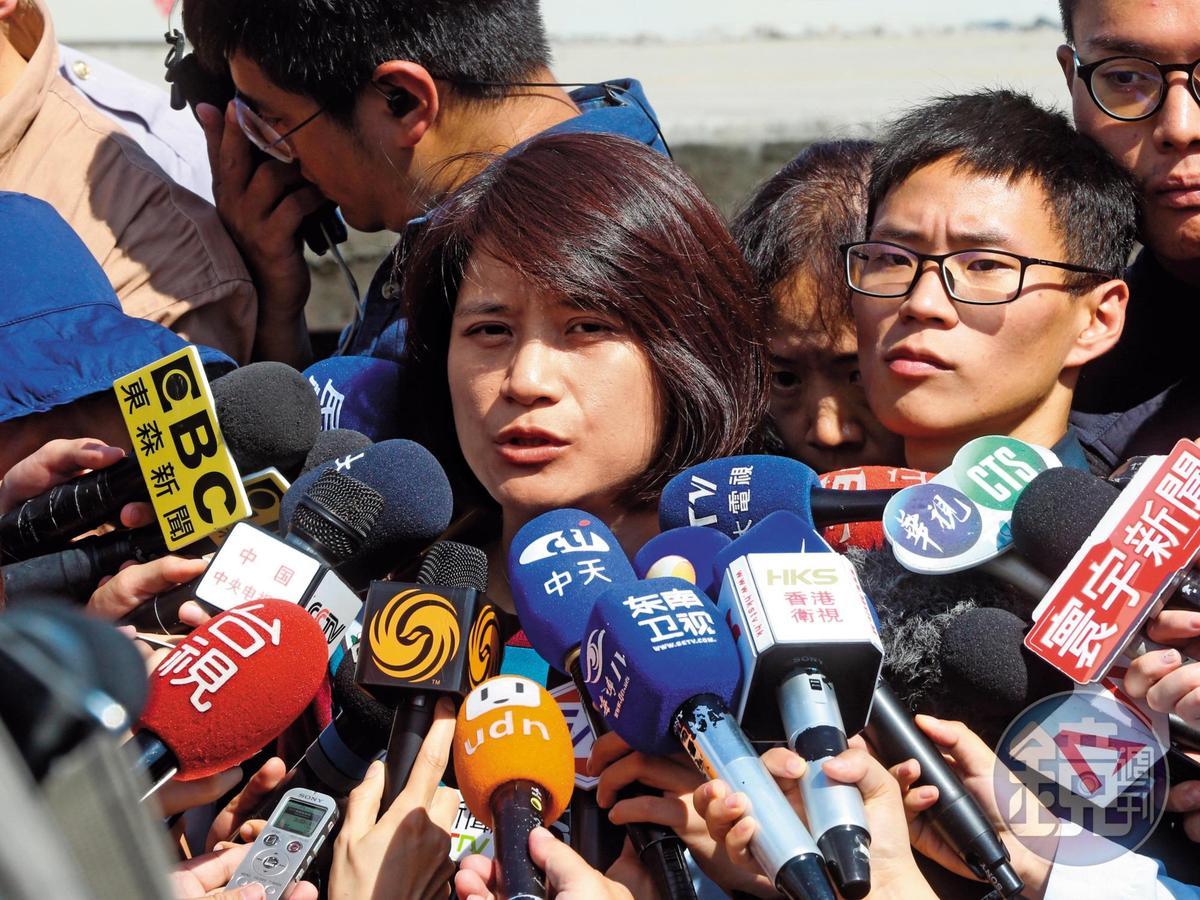 宜蘭地檢署發言人江貞諭對外說明普悠瑪翻車狀況,檢方認定超速過彎是釀禍主因。