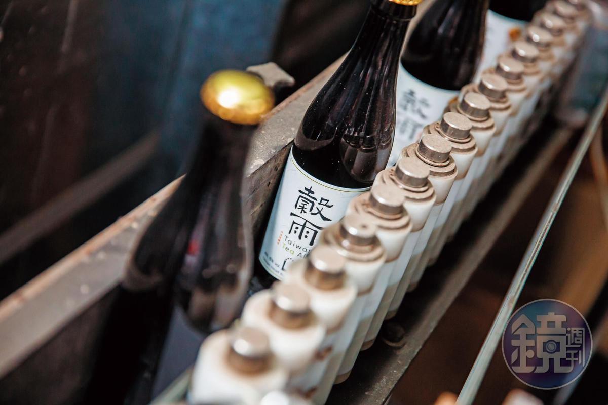 烏龍茶啤酒「穀雨」是啤酒頭的創業處女作。(大賣場通路,118元/瓶)