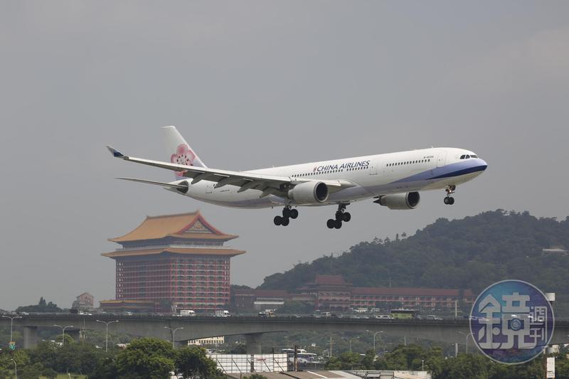 華航今日開航台北到重慶航線,擴大商旅服務。