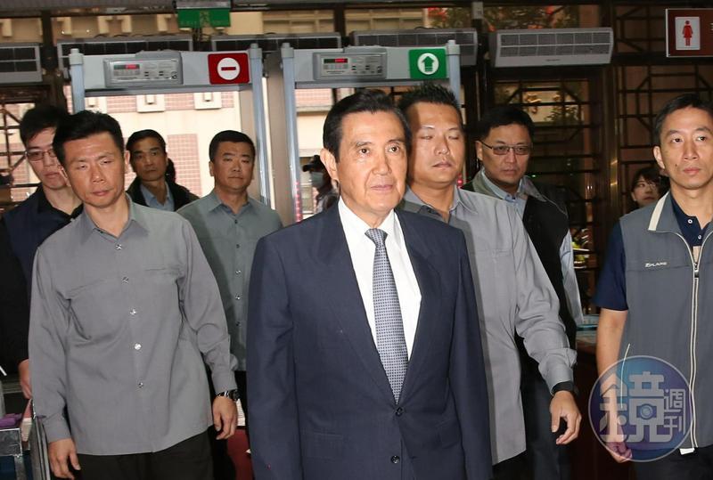台北地院今首度開庭審理三中黨產涉賤賣案。