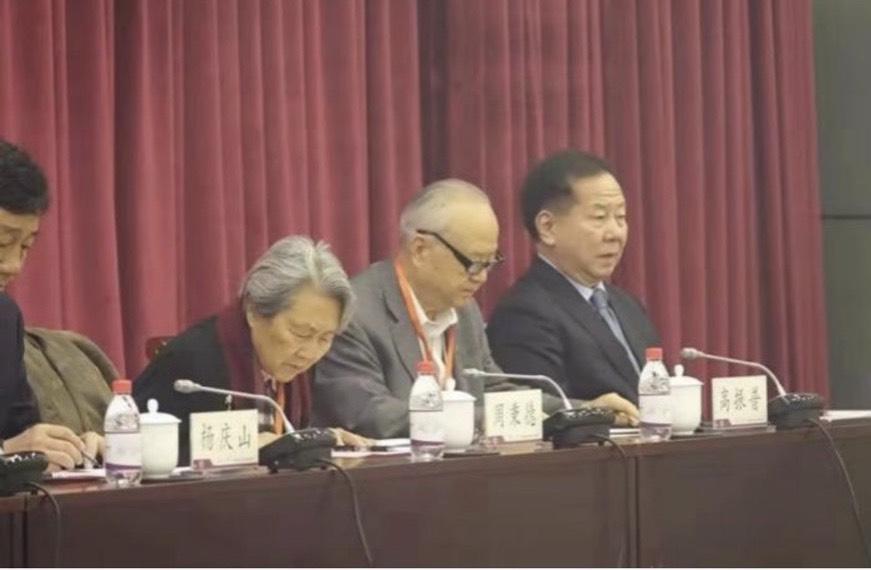 李傳洪(右1)出席在中國南開大學舉辦的周恩來研討會。(翻攝自中國評論通訊社)