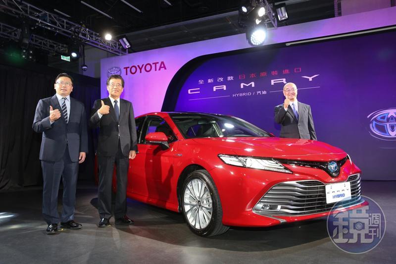 和泰汽車發表進口全新改款大型房車Camry,共有油電與汽油在內的3款車型。