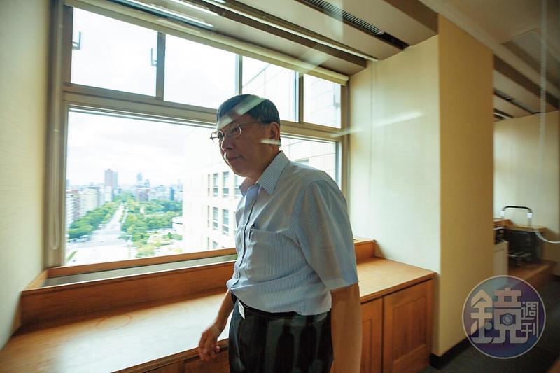 柯文哲說,他希望自己能從政治的領導者變成文化的創造者,並且把選舉當成改變台灣的社會運動。