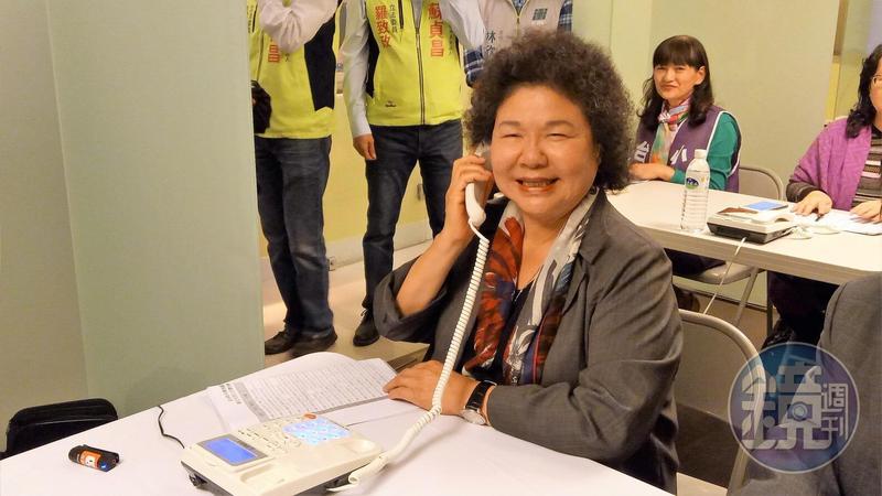 總統府祕書長陳菊今晚為新北市長參選人蘇貞昌電話拜票。