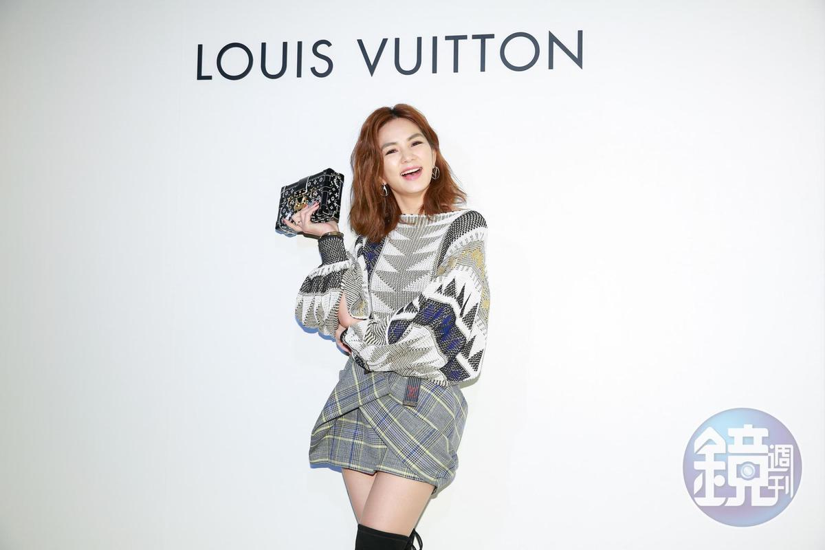 Ella受邀出席路易威登(LV)2019早春系列,一身貴氣打扮。