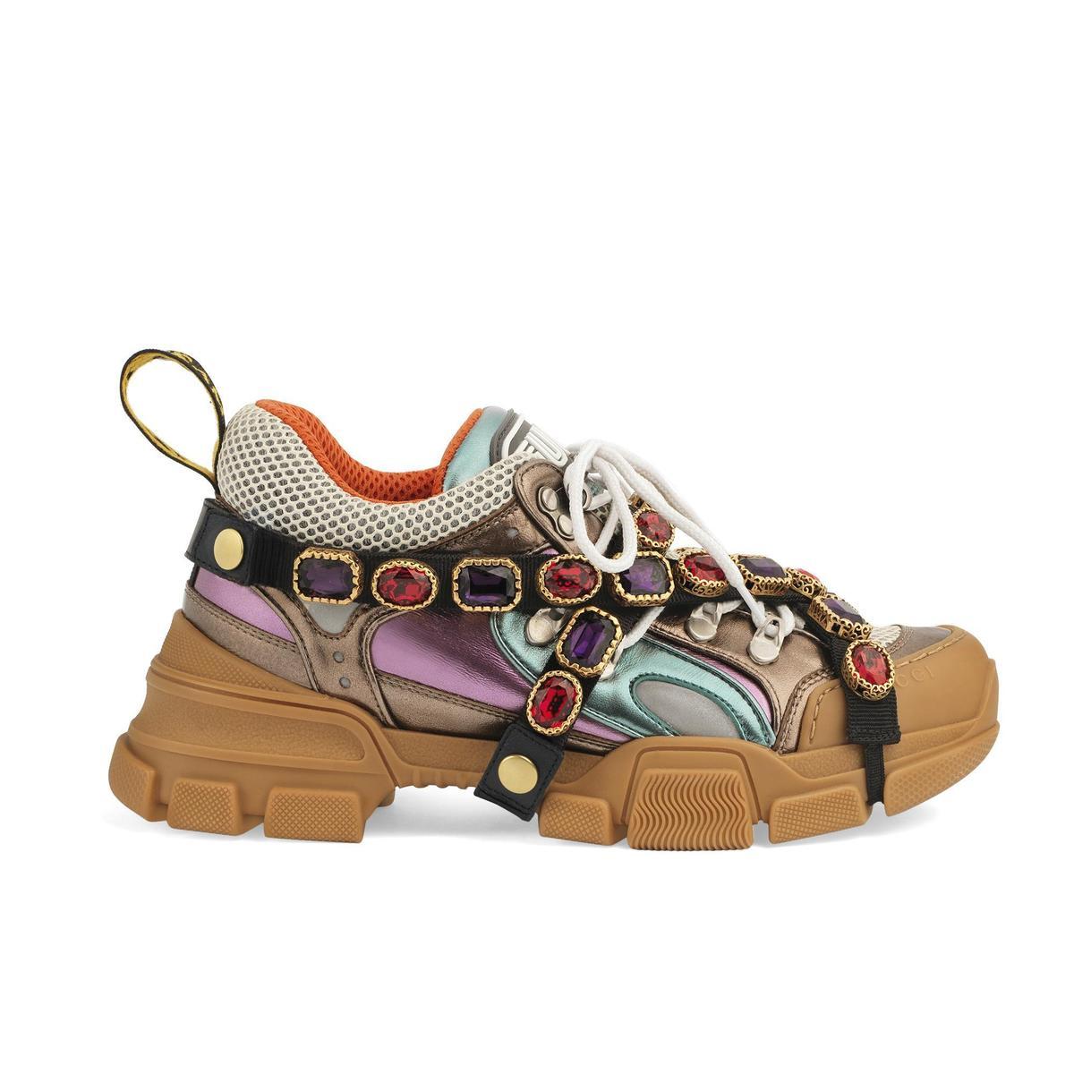 Flashtrek 彩色金屬與水晶飾帶裝飾復古運動鞋,NT$53,200。(品牌提供)