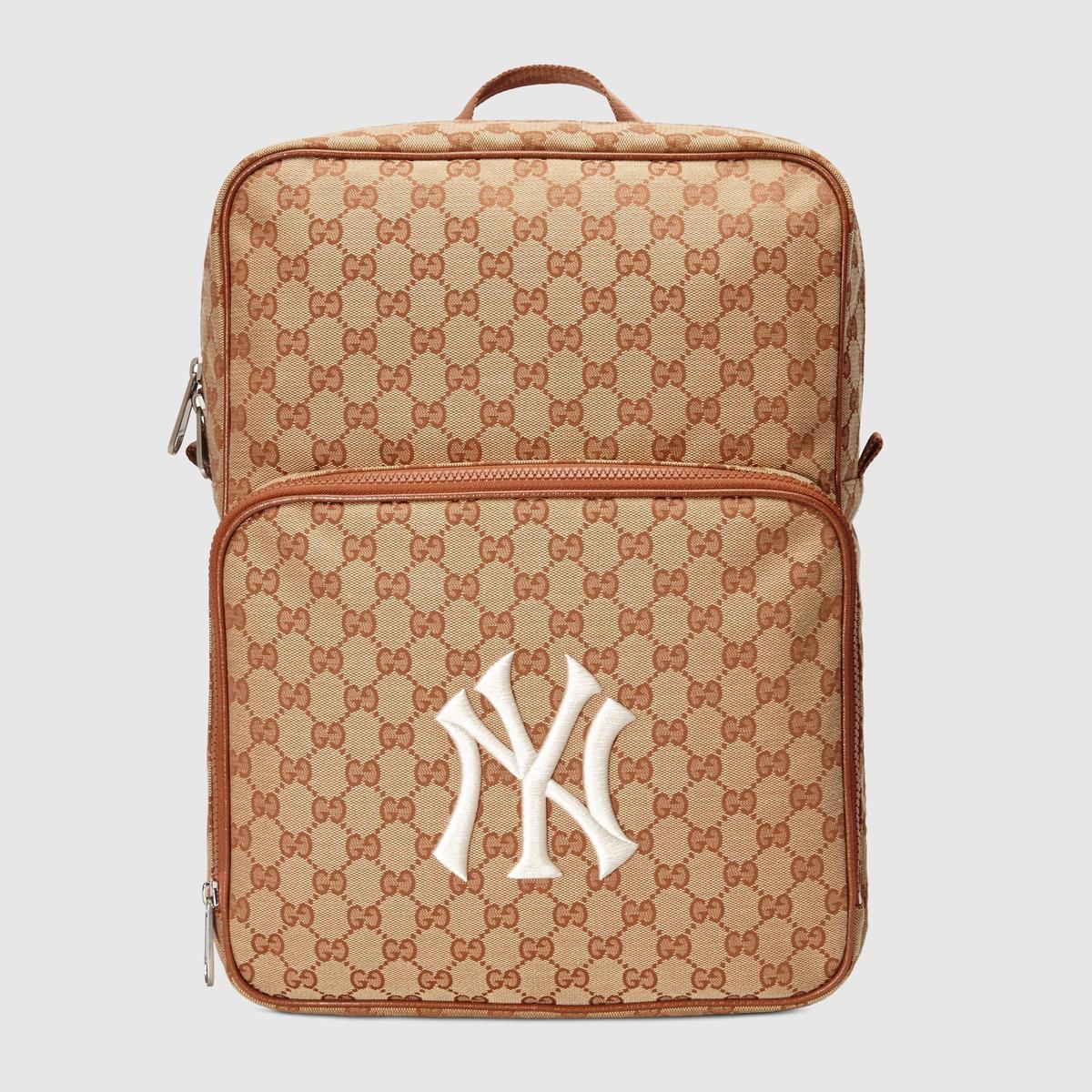 NY Yankees™貼飾後背包,NT$39,700。(品牌提供)