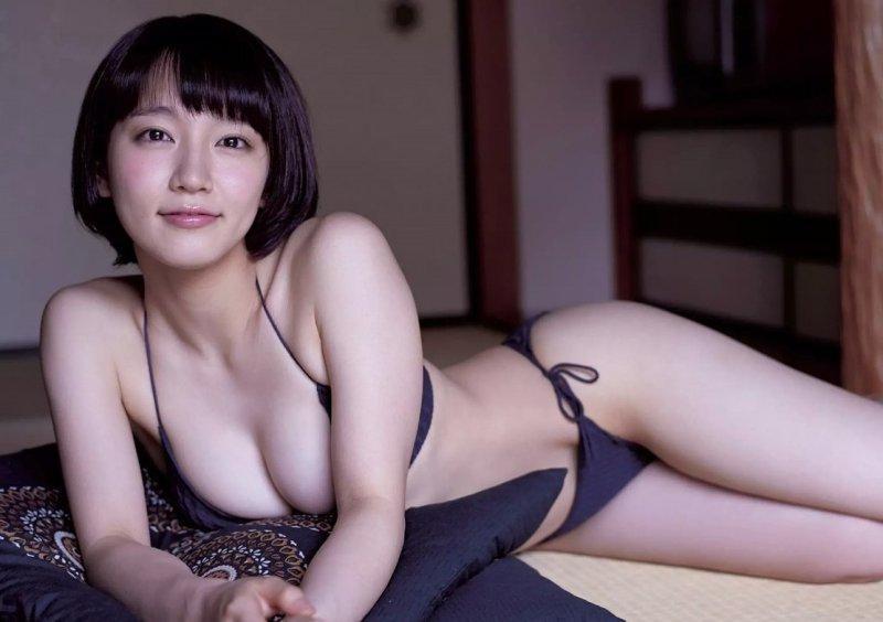 性感的吉岡里帆在本片中首次開唱。(翻攝ameblo.jp網站)