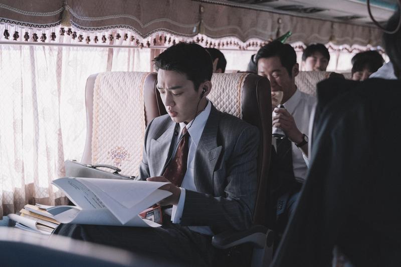 由劉亞仁和金憓秀主演的電影《分秒幣爭》,描述1997年金融風暴衝擊下,南韓政府與民眾如何面對危機。