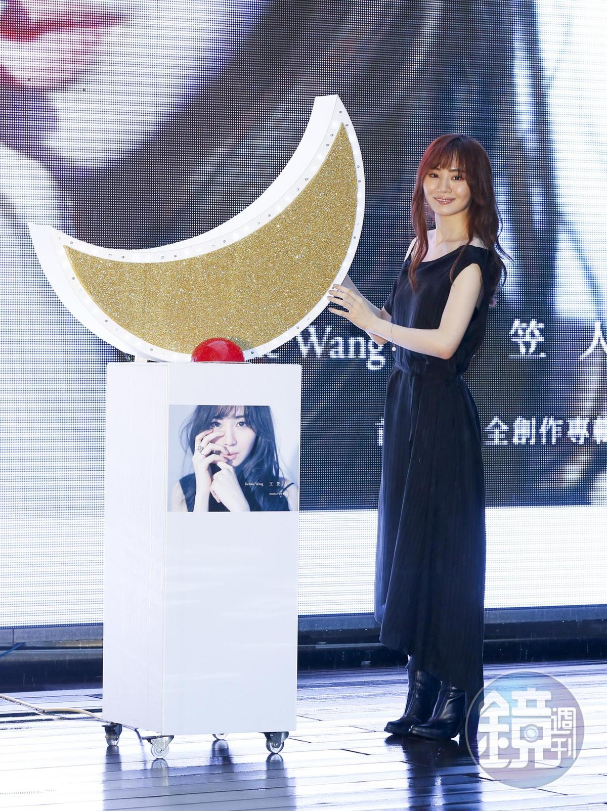 被唱片公司封為最強祕密武器的王笠人舉辦MV首映會,培訓3年終於推出個人專輯。