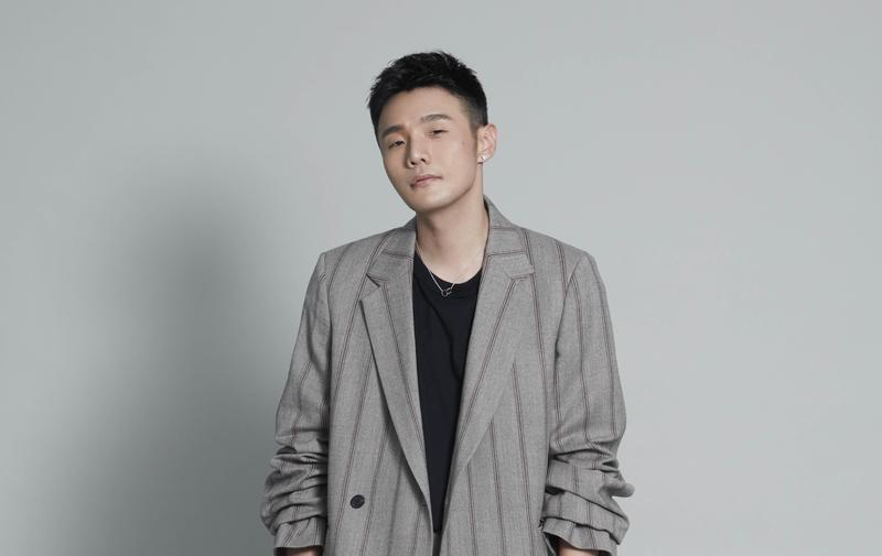李榮浩新專輯《耳朵》曲風多元,唱出不同的人生百態。(華納唱片提供)