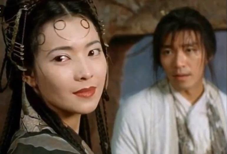 藍潔瑛擔任過多部電影主角,曾傳出一起合作的周星馳也追求過她。(翻攝自YOUTUBE《大話西遊》電影畫面)