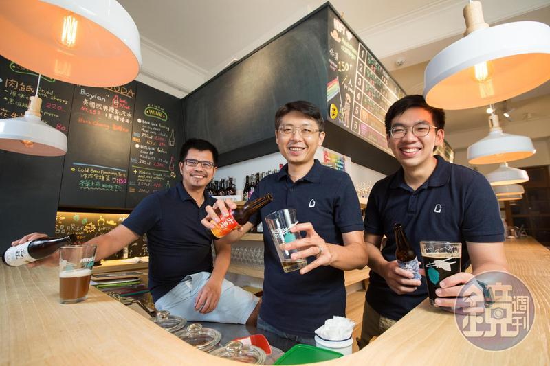 精釀啤酒的迷人魅力,讓自釀社團成員段淵傑(左起)、宋培弘與葉奕辰從網友關係變為事業夥伴,攜手創立啤酒頭釀造。