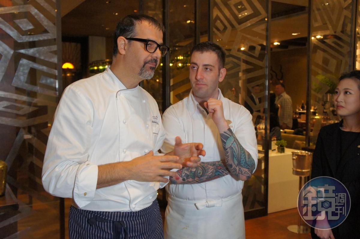 米蘭文華東方酒店行政主廚 並主理該酒店內米其林二星餐廳「Seta」的安東尼歐.奎達(Antonio Guida)(左)和北文華東方酒店義菜餐廳「Bencotto」主廚雅克柏.弗西(Iacopo Frassi)(右)是有交情的師徒好友。