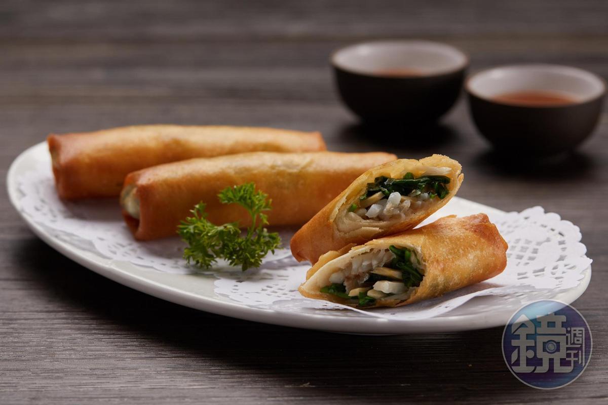 「薺菜黃魚春捲」用上少見的薺菜與黃魚,調味鹹香,酥而不膩。(165元/份)