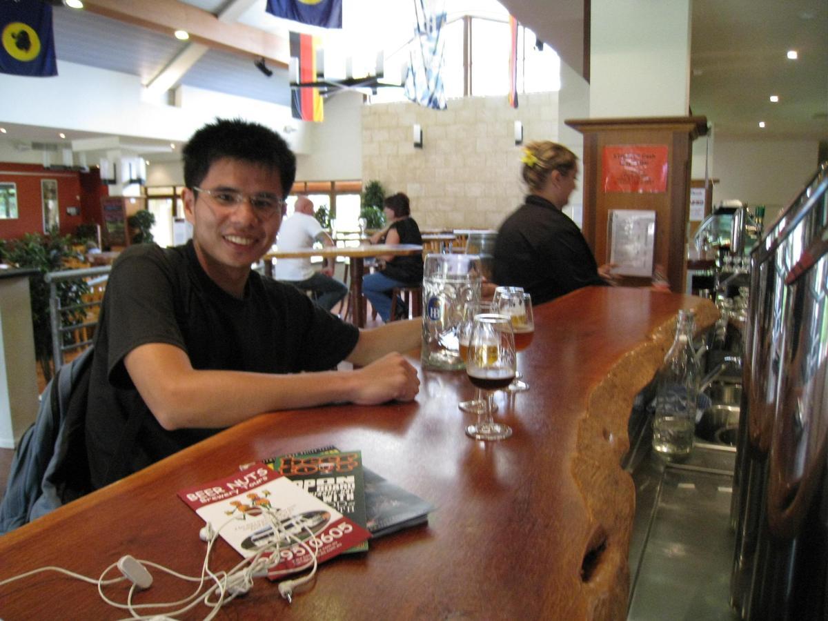 澳洲酒廠參觀之旅打開段淵傑的眼界,更加篤定要成為釀酒師。(啤酒頭釀造提供)