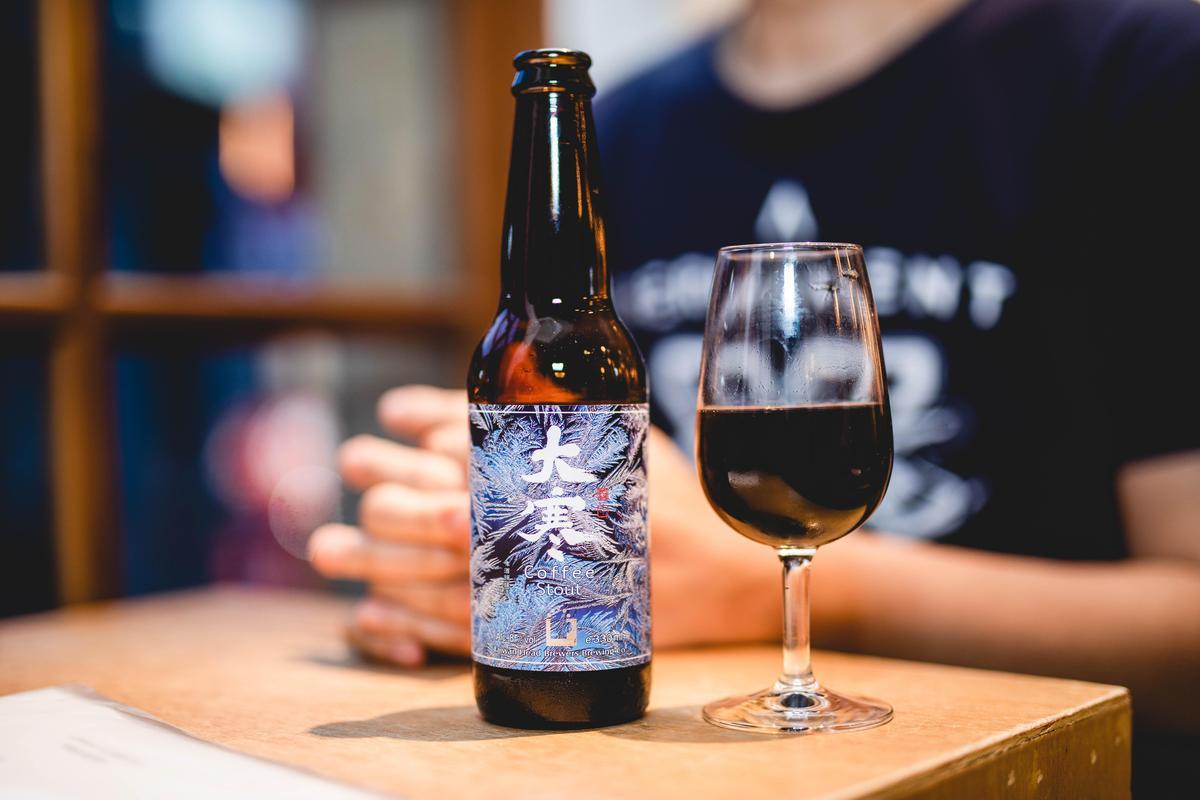 咖啡啤酒「大寒」酒精濃度達8%,厚重口感尤其適合冬天品飲,日前拿下2018世界啤酒大賽銀牌。(啤酒頭釀造提供)