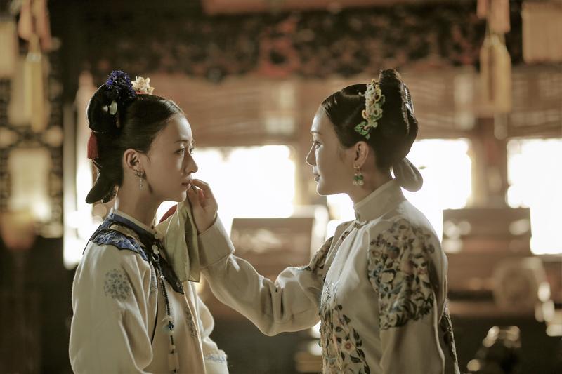 秦嵐、吳瑾言所飾演的富察皇后與魏瓔珞,在劇中情同姊妹。(八大電視台提供)