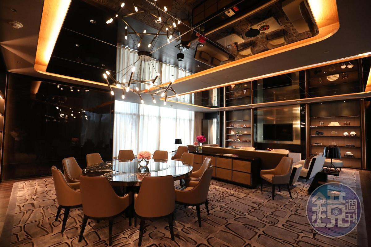 40樓以上都是複式別墅,像超大的玩樂間,非常適合辦趴踢。