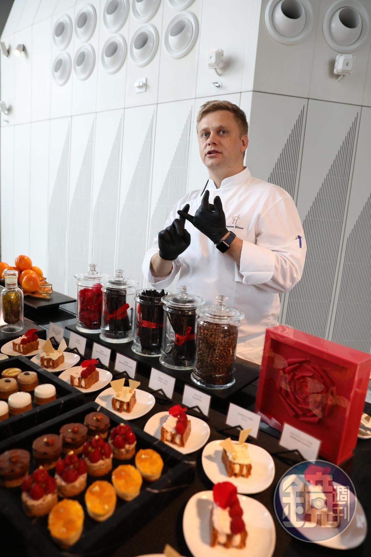 Sébastien很願意與食客分享自己創作甜點的想法與過程。