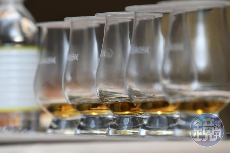 「艾樂奇」蒸餾廠雖然名不見經傳,卻是隱身在皇家禮炮等許多知名威士忌的幕後英雄。