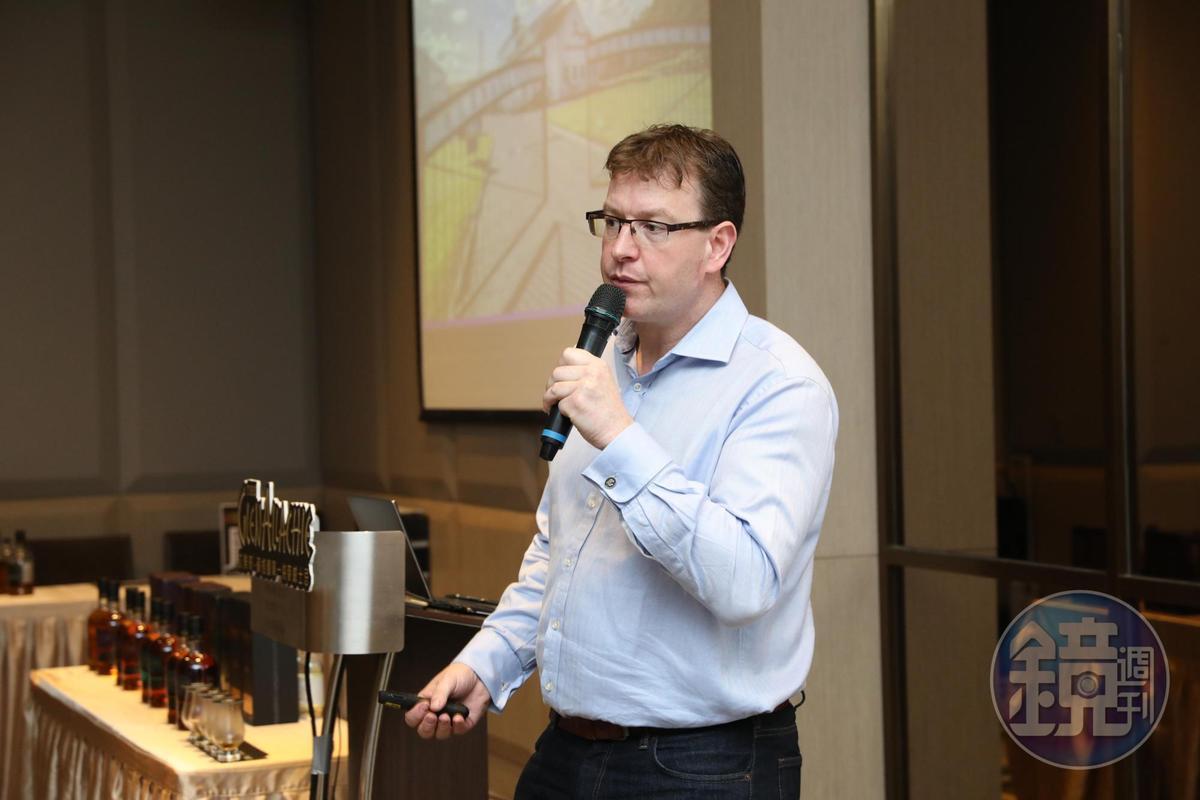 艾樂奇行銷業務總監David Keir從愛丁堡飛來台北,為艾樂奇的酒迷開品酒會。