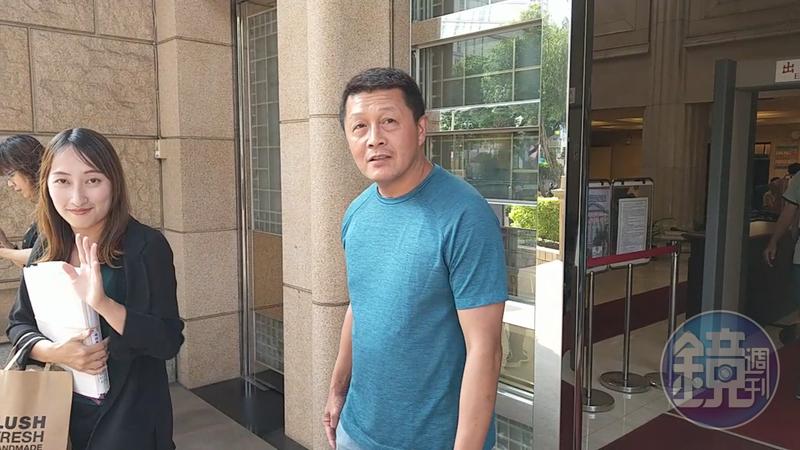 男子徐國棟(右)自稱是楊麗花丈夫洪文棟的私生子,目前仍在打親子訴訟。